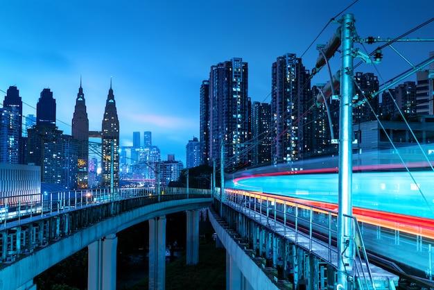 重慶市の風景と鉄道輸送 Premium写真