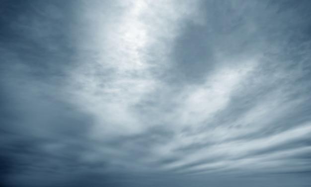 空と暗い雲 Premium写真