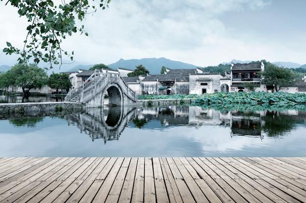 Древняя деревня и древний мост, аньхой, китай. Premium Фотографии