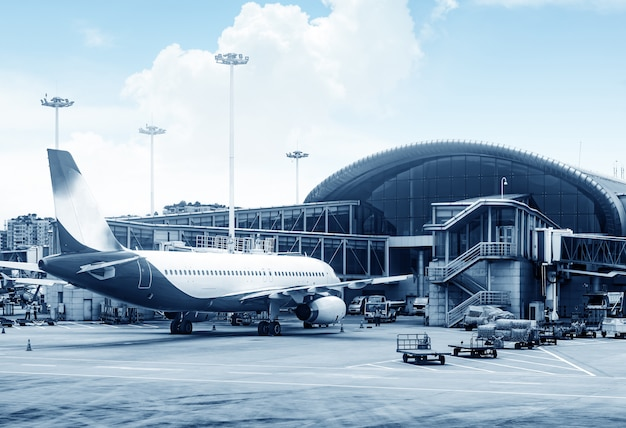 Самолеты шанхайского аэропорта пудун Premium Фотографии