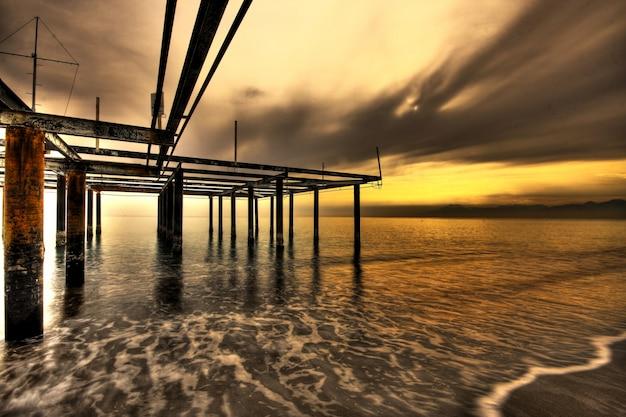 ビーチで憂鬱夕日 無料写真