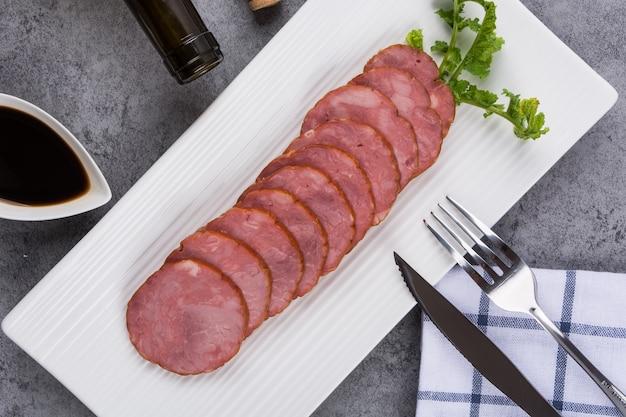 プレート内の肉のスライス 無料写真