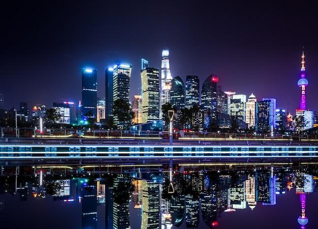 Красивый горизонт в шанхае ночью, современный городской фон Бесплатные Фотографии