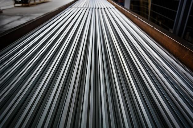 大規模な鉄鋼工場の倉庫 無料写真