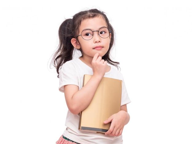 メガネをかけて、手に本を持ってアジアのかわいい女の子。 Premium写真