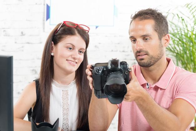 女の子は写真を学ぶ Premium写真