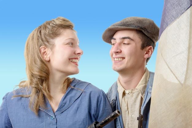 古着の若い労働者のカップル Premium写真