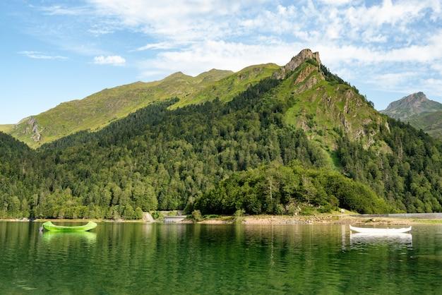 Озеро французских пиренейских гор Premium Фотографии