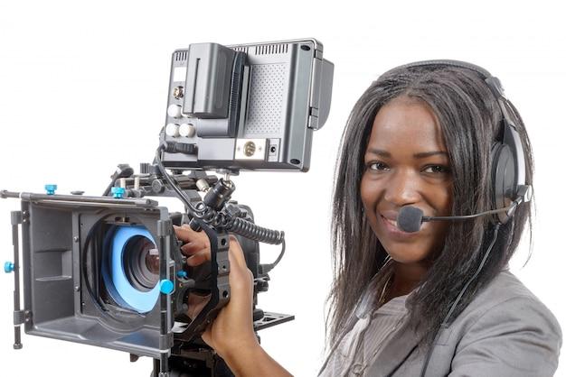 プロのビデオカメラを持つ若いアフリカ系アメリカ人女性 Premium写真