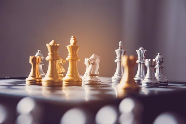チェスボード - 成功する競争力のあるビジネスアイデア。 Premium写真