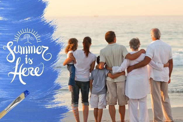 海岸に一緒に家族 無料写真