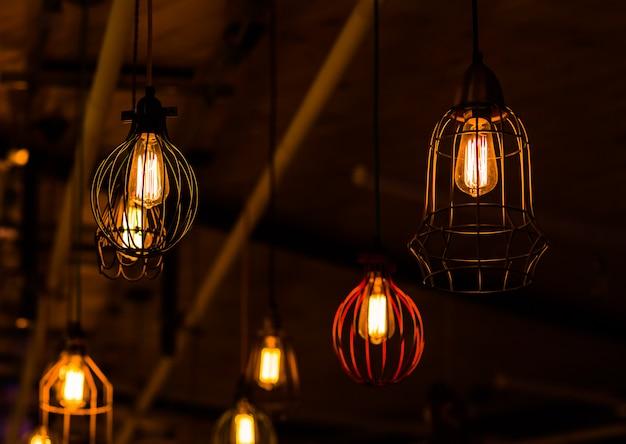 レトロなエジソン電球の装飾 Premium写真