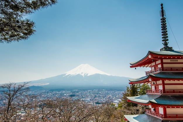 Пагода чурейто и гора фудзи Premium Фотографии