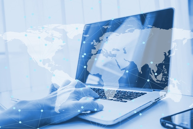 ビジネスオンラインネットワークをやっているコンピューターのラップトップを使用して二重露光 Premium写真