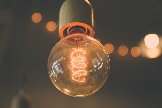 レトロ電球の装飾 Premium写真