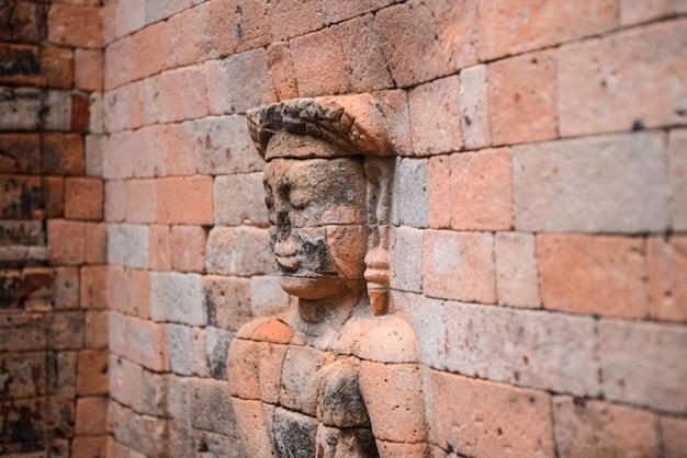 レンガの人物の彫刻 無料写真