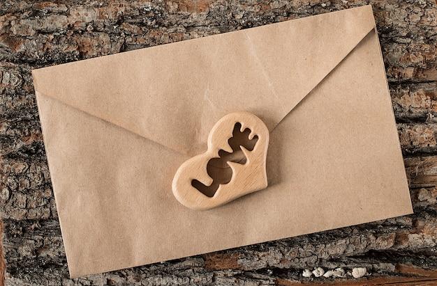 バレンタインデーの愛の手紙封筒 Premium写真