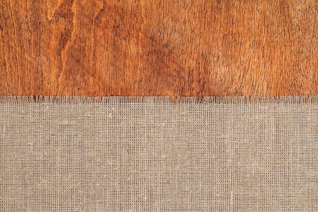 木製のテーブル表面に黄麻布の質感 Premium写真