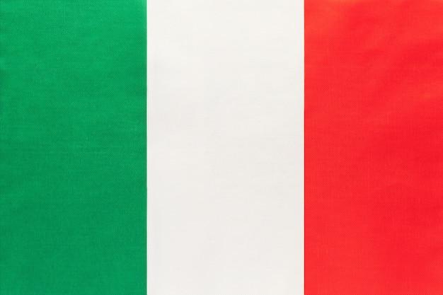 イタリアの国民の生地の旗、繊維の背景。国際世界ヨーロッパの国の象徴。 Premium写真