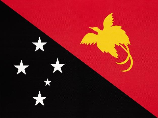 パプアニューギニアの国旗、テキスタイル背景世界オセアニア国のシンボル Premium写真