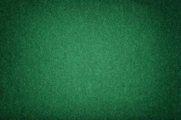 ダークグリーンマットスエード生地のクローズアップ。フェルトのベルベットの質感。 Premium写真
