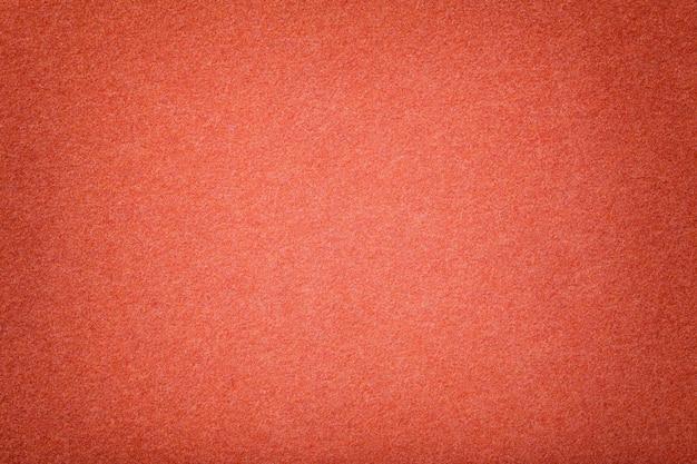 ダークオレンジマットスエード生地のクローズアップ。フェルトのベルベットの質感。 Premium写真
