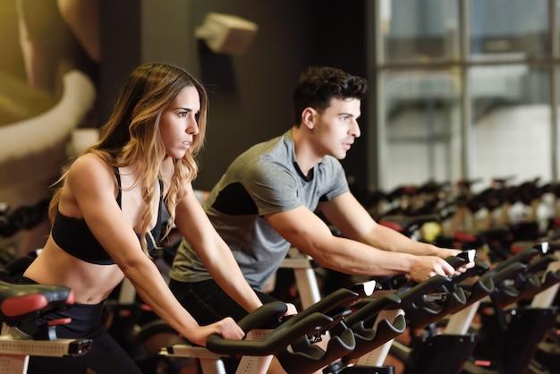 Езда на велосипеде оборудования здоровый пригодности Бесплатные Фотографии
