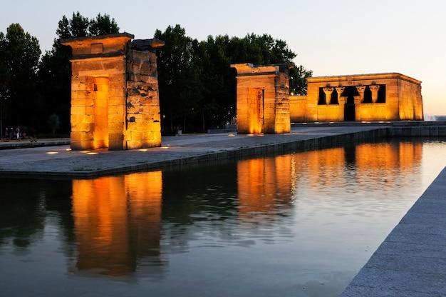 日没でマドリードのデボー神殿 無料写真