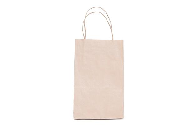 Изолированная сумка рециркулированной бумаги на белизне. Premium Фотографии