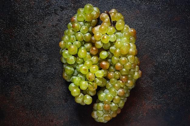 緑色のブドウの房、トップビュー 無料写真