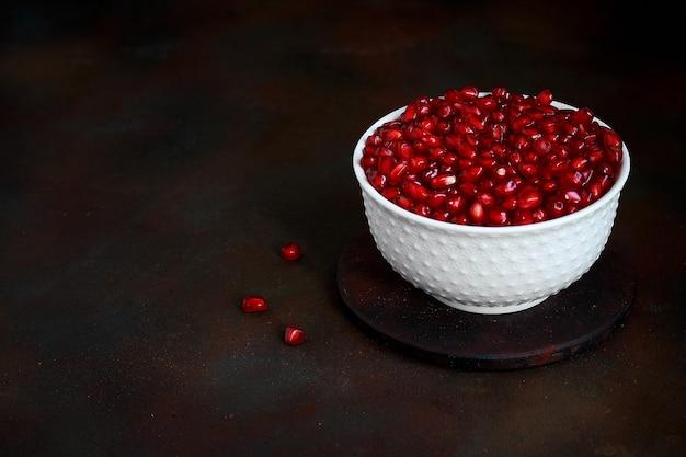 Семена граната в миске Бесплатные Фотографии