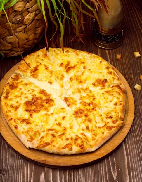ジョージアンチーズのチャチャプリイメリ。グルジアの伝統料理、ホットチャチャプリ 無料写真