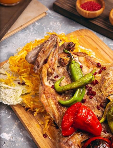 ローストチキンドラムスティック白ご飯と野菜 無料写真