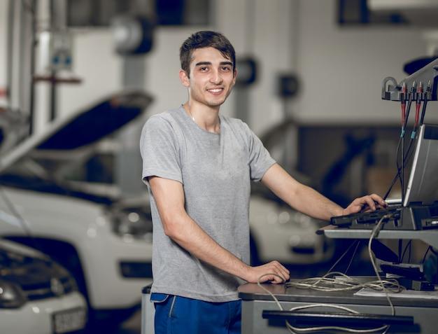 Товарищ по тестированию компьютеров, диагностика, обнаружение проблем автомобиля Бесплатные Фотографии