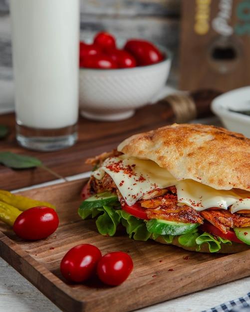 肉と野菜のパントルコドナー。 無料写真