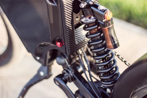 電動自転車リアショックアブソーバーをクローズアップ 無料写真