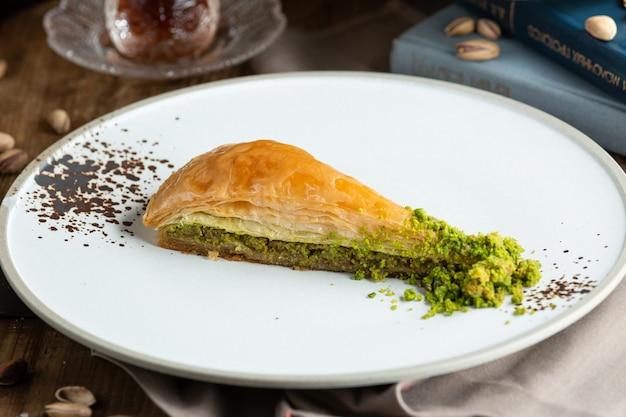 Турецкий десерт пахлава с фисташками. Бесплатные Фотографии