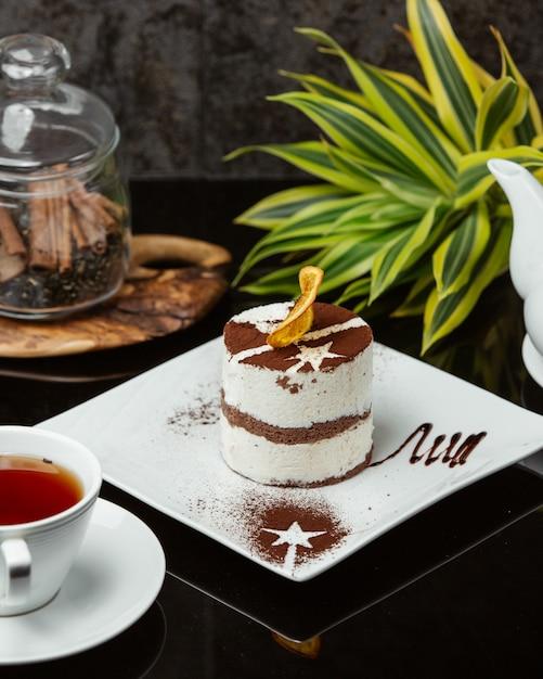 Тирамису с кремом и какао-порошком. Бесплатные Фотографии