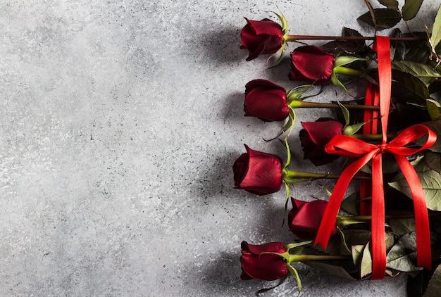 День святого валентина женский день матери букет красных роз подарок сюрприз Бесплатные Фотографии