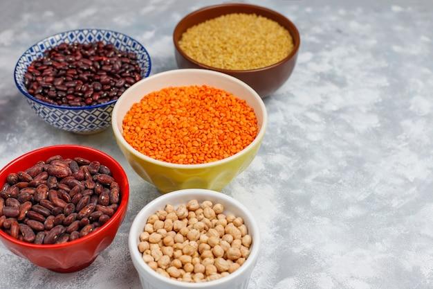 Суперпродукты, семена и зерна для веганского и вегетарианского питания. чистая еда Бесплатные Фотографии