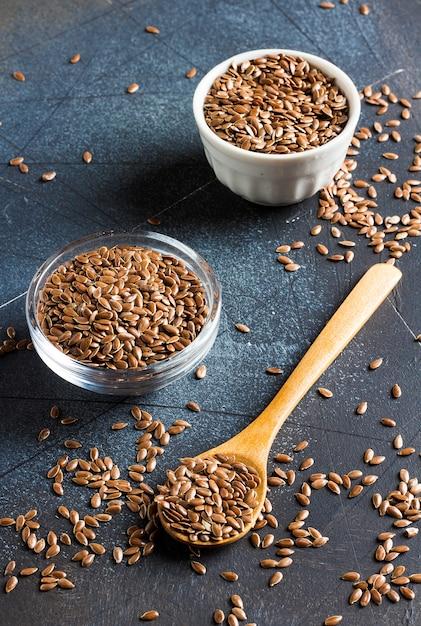 亜麻の種子亜麻仁スーパーフード健康的な有機食品のコンセプト 無料写真