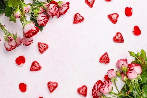 День святого валентина фон, открытка на день святого валентина с розами, вид сверху Бесплатные Фотографии