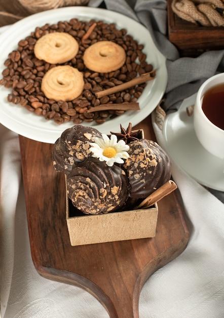 Коробка шоколадных конфет с масляным печеньем Бесплатные Фотографии