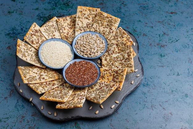 ヒマワリの種、リネンシード、ゴマ、トップビューでスナッククッキー 無料写真