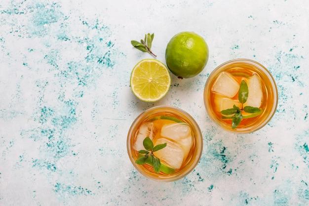 Чай со льдом с лаймом и льдом Бесплатные Фотографии