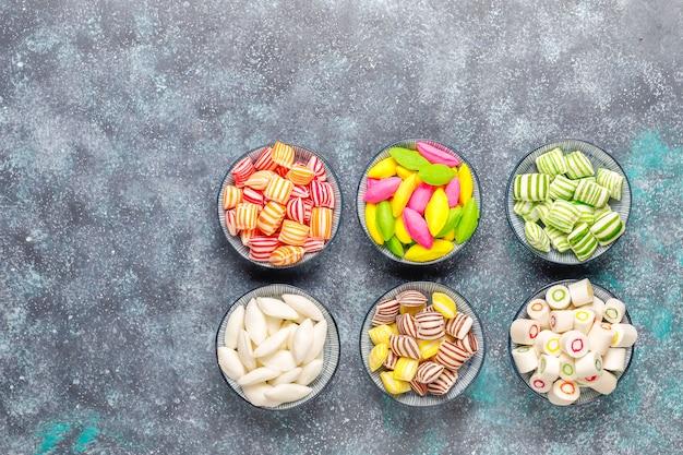 異なるカラフルな砂糖菓子 無料写真