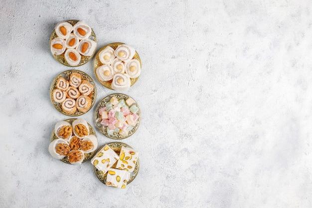 Восточные сладости. рахат-лукум, лукум с орехами, вид сверху. Бесплатные Фотографии