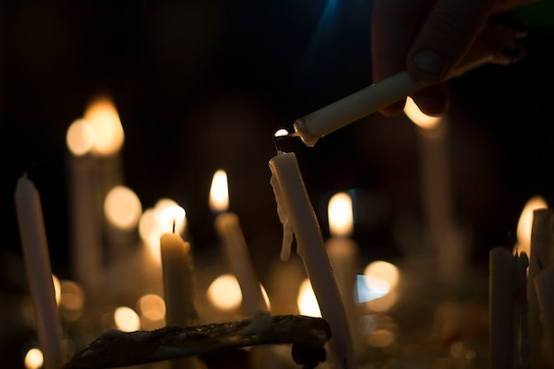 Горящие свечи как маленькие лампочки Бесплатные Фотографии