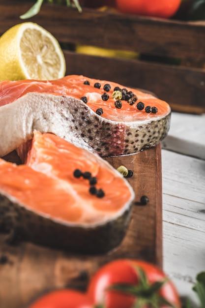 Ломтики лосося с лимоном и перцем Бесплатные Фотографии