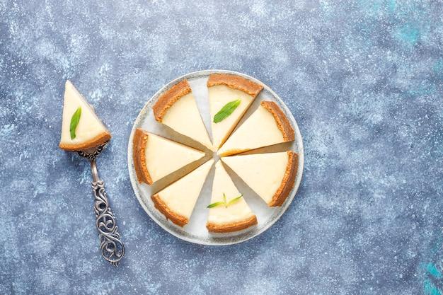 Ломтики домашнего нью-йоркского чизкейка, вид сверху Бесплатные Фотографии